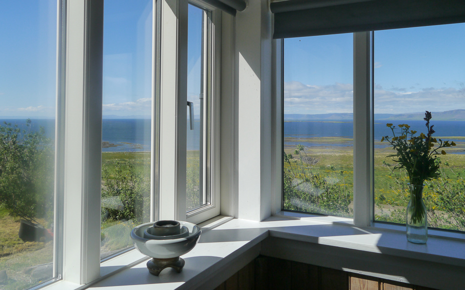 Guesthouse Nýp - a family bed and breakfast by the sea in the Western Region of Iceland